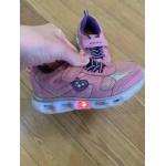 Кроссовки для девочки со светодиодами