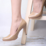 Женские туфли на каблуке четырех цветов